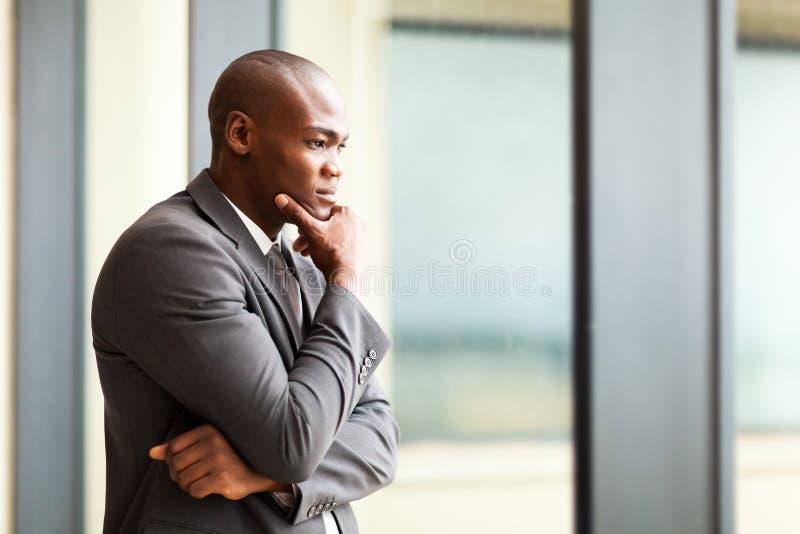 Homem de negócios africano pensativo fotos de stock royalty free
