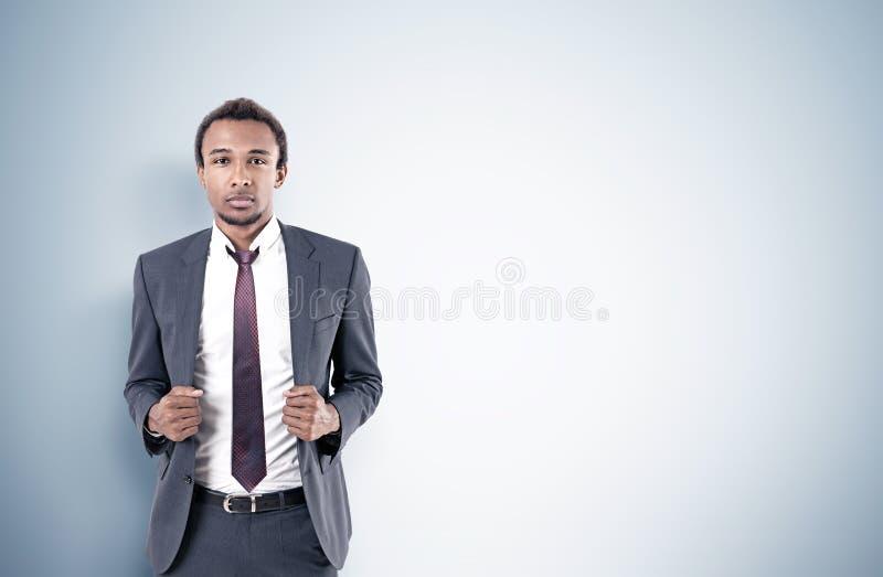 Homem de negócios afro-americano, cinzento fotografia de stock royalty free