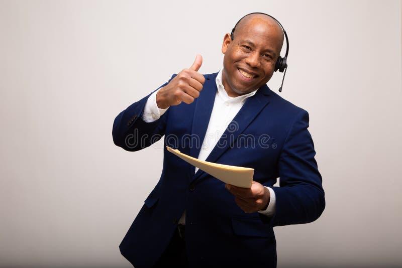 Homem de negócios afro-americano feliz With Thumbs Up fotografia de stock