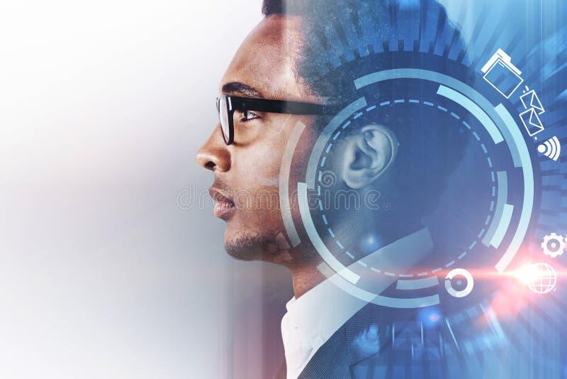 Homem de negócios afro-americano, Internet imagens de stock