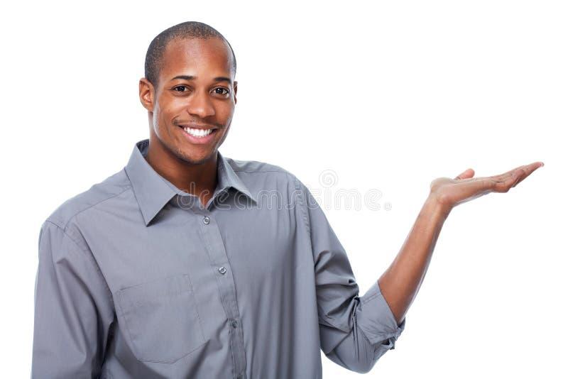 Homem de negócios afro-americano que apresenta o espaço da cópia imagem de stock