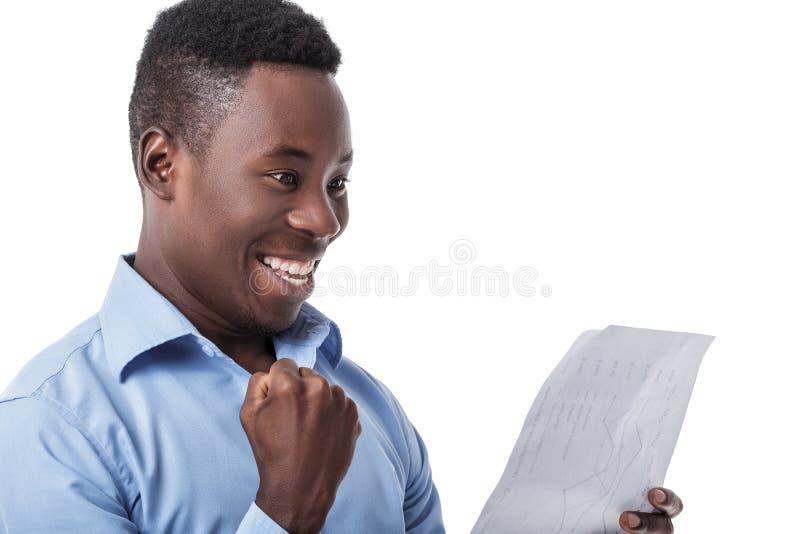 Homem de negócios afro-americano que grita com felicidade imagem de stock