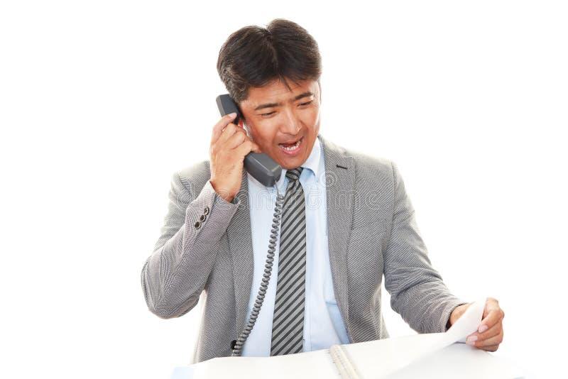 Homem de negócios asiático de sorriso fotografia de stock