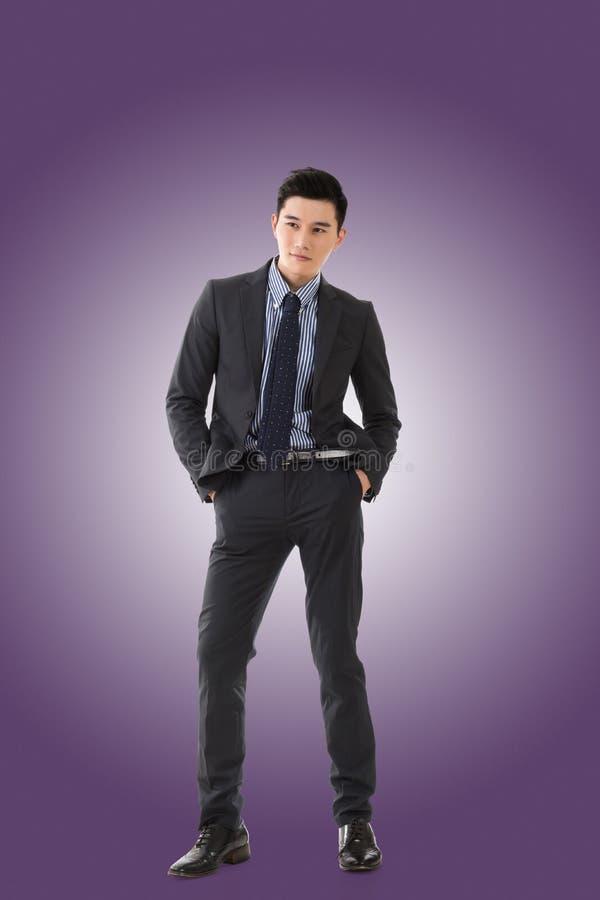 Homem de negócios asiático novo imagens de stock