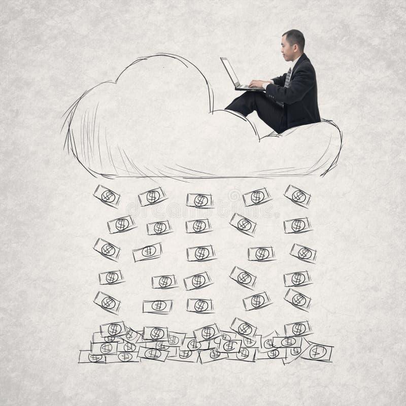 Homem de negócios asiático que trabalha na nuvem fotografia de stock royalty free