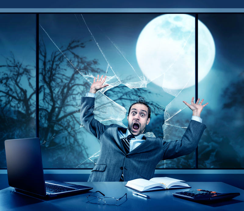 Homem de negócios assustado no Dia das Bruxas imagem de stock royalty free