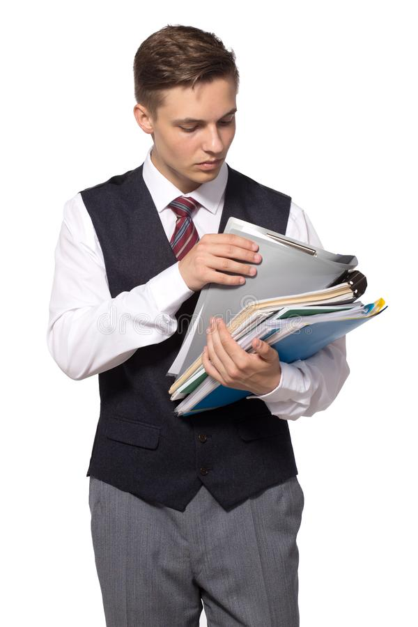 Homem de negócios atrativo novo com os arquivos, os dobradores e os papéis isolados no branco imagens de stock royalty free