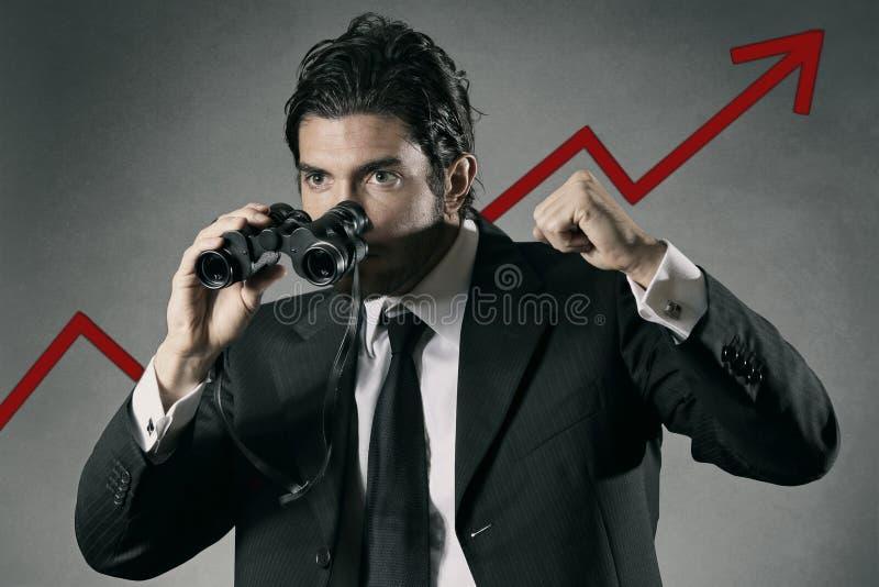 Homem de negócios bem sucedido com binocular fotografia de stock