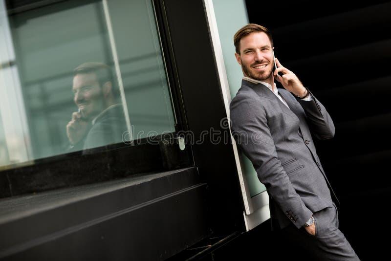 Homem de negócios bem sucedido moderno fotos de stock royalty free