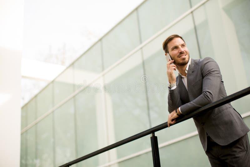 Homem de negócios bem sucedido moderno foto de stock royalty free