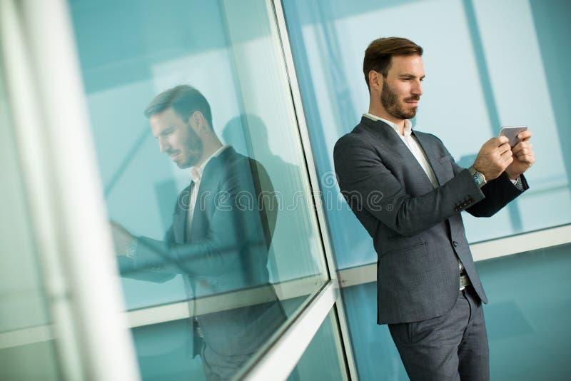 Homem de negócios bem sucedido moderno fotografia de stock