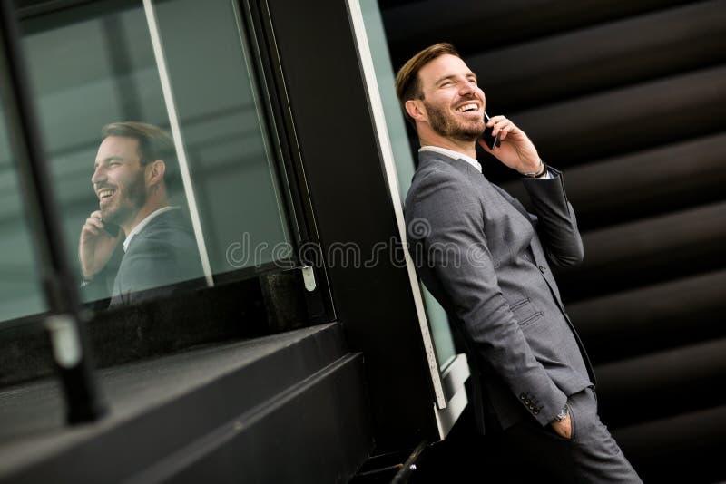 Homem de negócios bem sucedido moderno imagem de stock royalty free