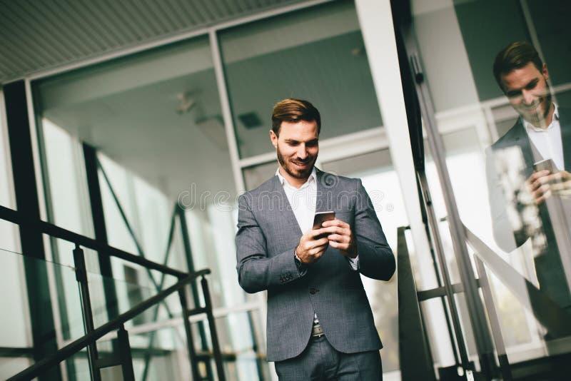 Homem de negócios bem sucedido moderno fotos de stock