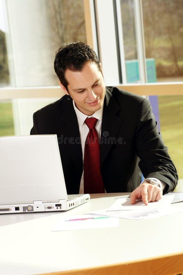 Homem de negócios bem sucedido novo foto de stock