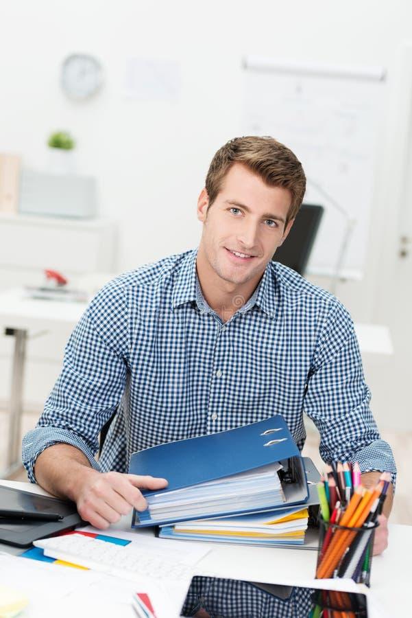 Homem de negócios bem sucedido trabalhador foto de stock royalty free