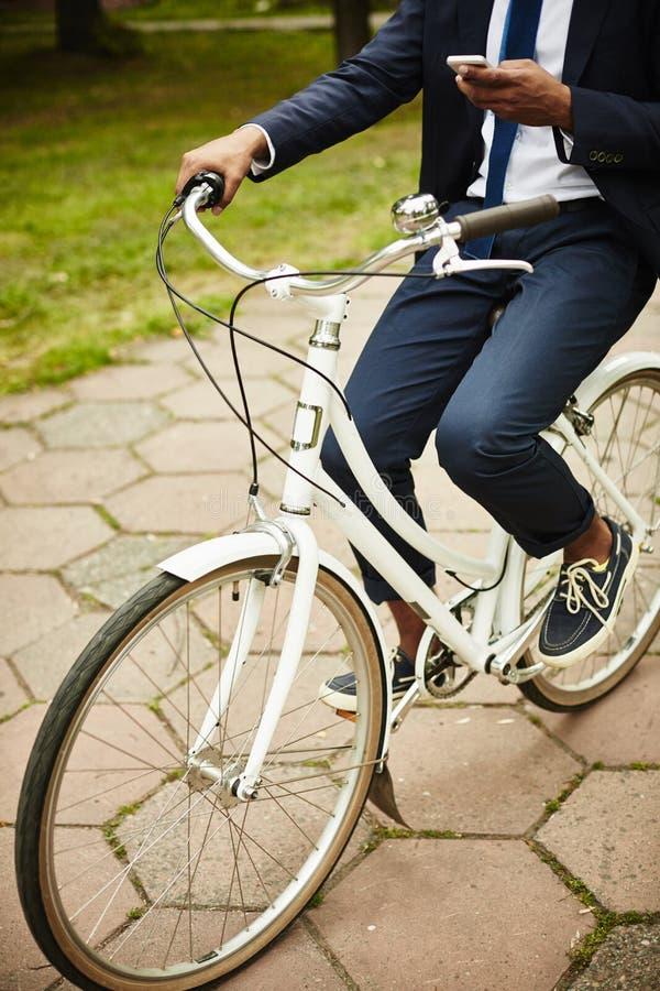 Homem de negócios On Bicycle imagem de stock royalty free