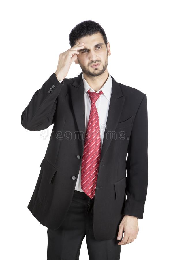 Homem de negócios cansado que tem a dor de cabeça no estúdio imagem de stock royalty free