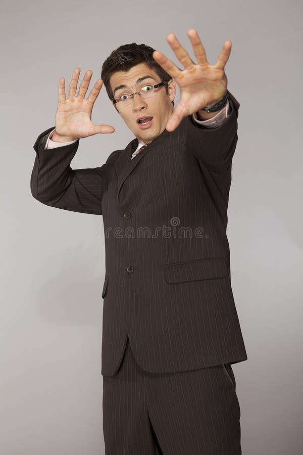 Homem de negócios caucasiano novo surpreendido e receoso imagens de stock