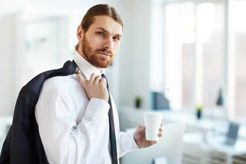 Homem de negócios com bebida imagens de stock royalty free