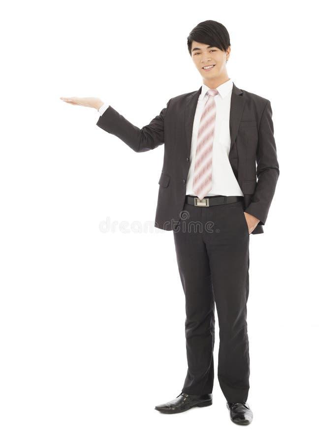 Homem de negócios com boa vinda e gesto mostrar fotos de stock