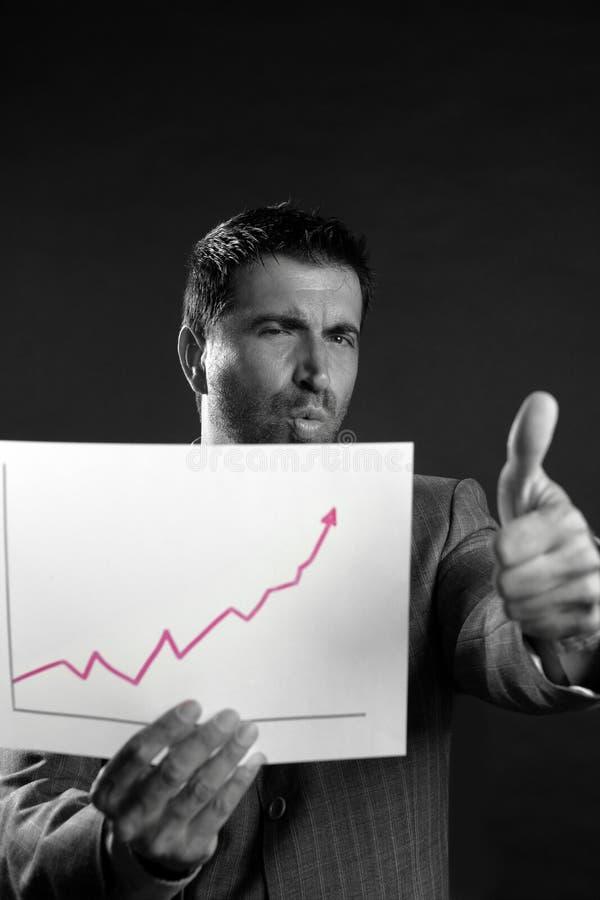 Homem de negócios com bom gráfico dos relatórios de vendas fotos de stock