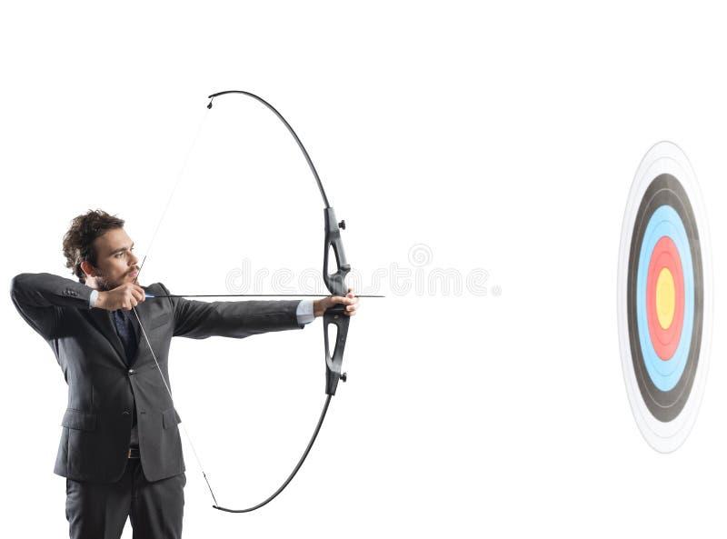 Homem de negócios com curva e seta fotos de stock