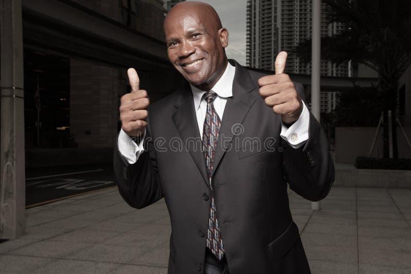 Homem de negócios com dois polegares acima fotos de stock royalty free