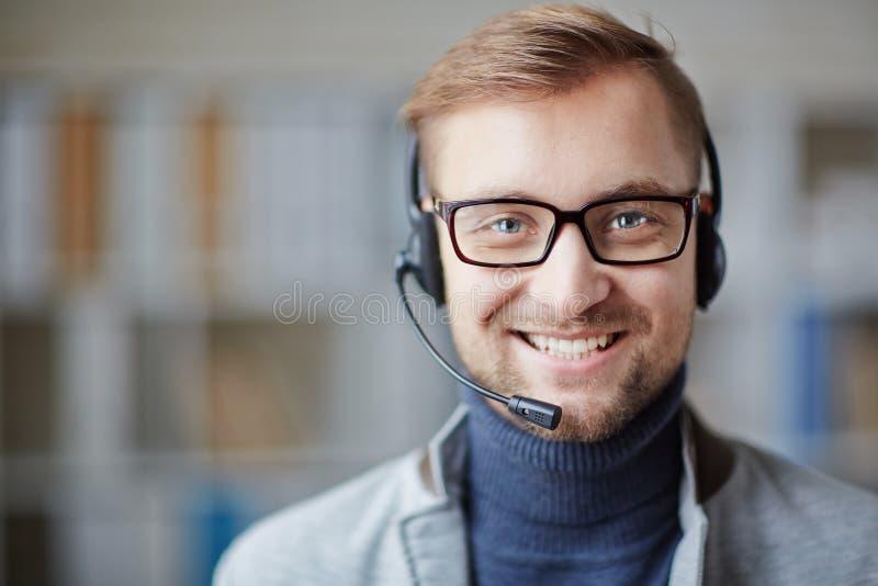 Homem de negócios com fones de ouvido fotos de stock