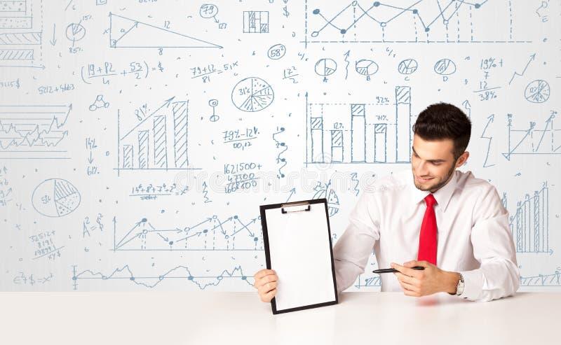 Homem de negócios com fundo do diagrama foto de stock royalty free
