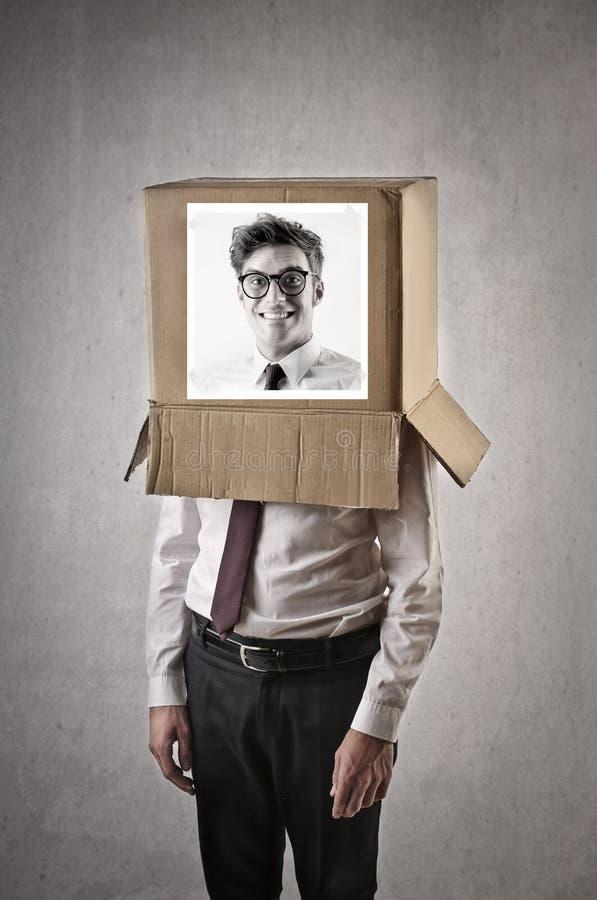 Homem de negócios com imagem de um homem em uma caixa em sua cabeça foto de stock royalty free