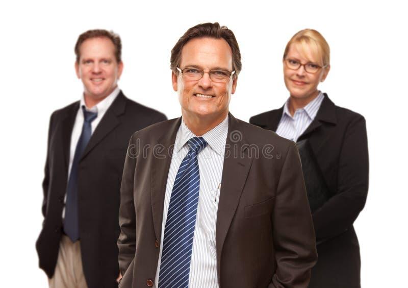 Homem de negócios com o retrato da equipe no branco fotos de stock royalty free