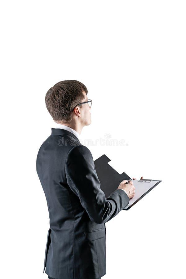 Homem de negócios com a prancheta que toma notas fotografia de stock