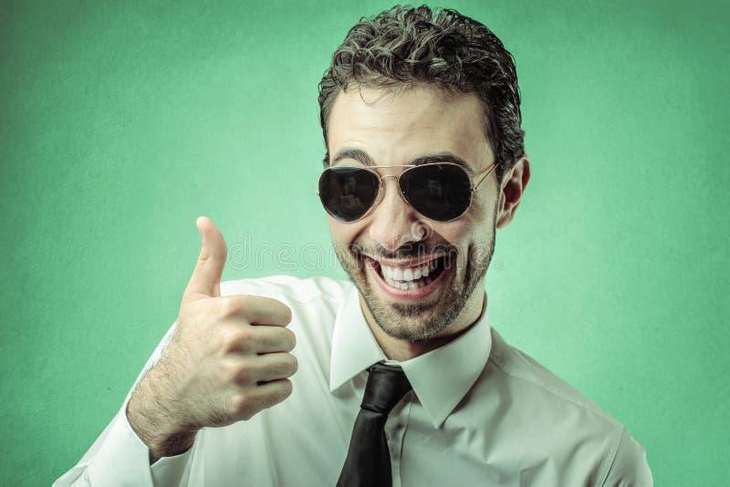 Homem de negócios com seu polegar acima fotos de stock royalty free