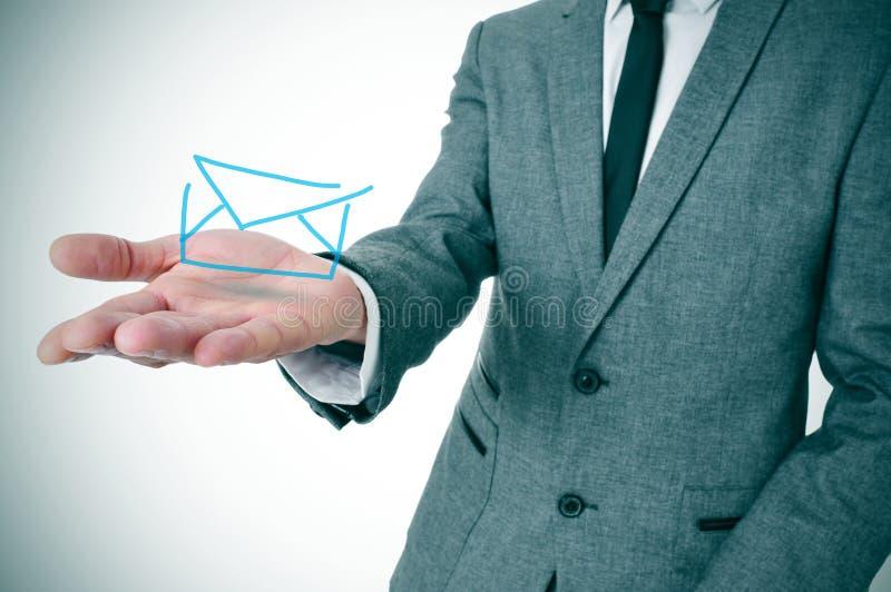 Homem de negócios com um envelope fotos de stock royalty free