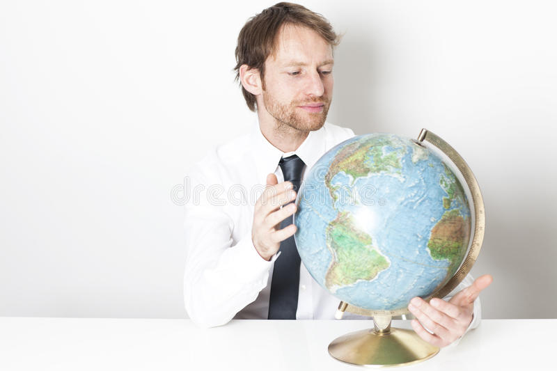 Homem de negócios com um globo fotos de stock royalty free