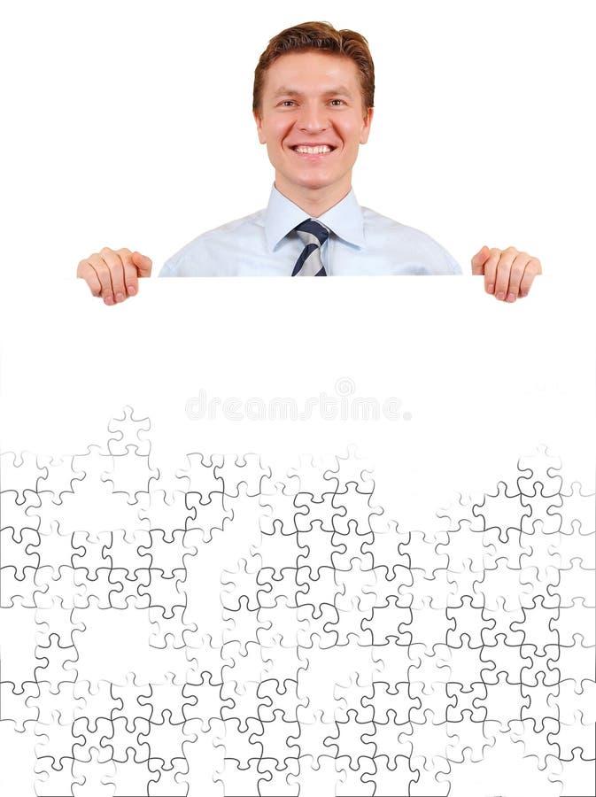 Homem de negócios confiável que prende uma placa branca do enigma fotos de stock