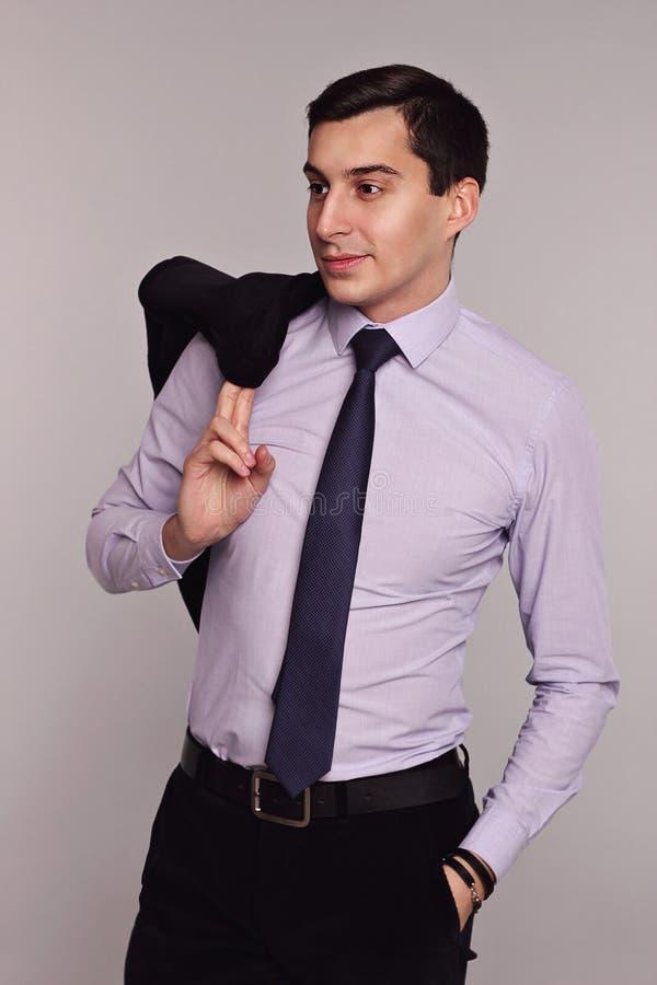 Homem de negócios considerável do homem no terno elegante com laço imagens de stock royalty free