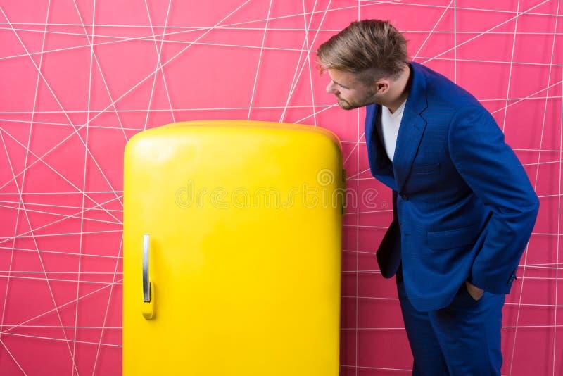 Homem de negócios Homem curioso Sinta o sucesso Homem de negócios confiável no terno Forma formal masculina homem 'sexy' em à mod foto de stock royalty free