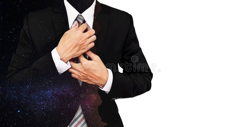 Homem de negócios da exposição dobro com o cume da montanha da silhueta com Via Látea colorida com estrelas fotografia de stock