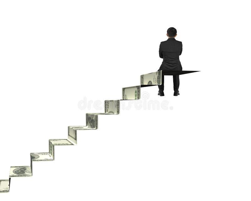 Homem de negócios da vista traseira que senta-se sobre escadas do dinheiro imagens de stock