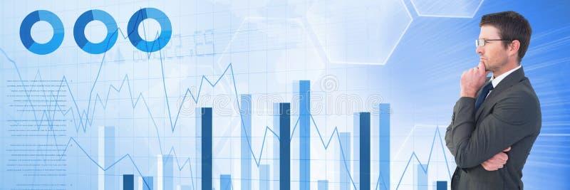 Homem de negócios de pensamento com transição das estatísticas e das cartas foto de stock royalty free