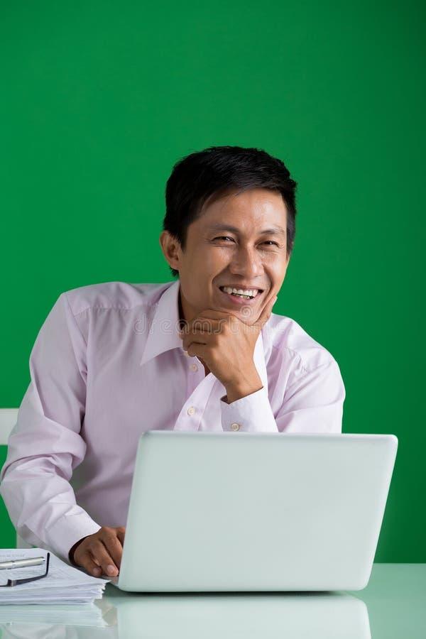 Homem de negócios de riso fotos de stock