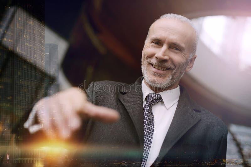 Homem de negócios de sorriso imagens de stock royalty free