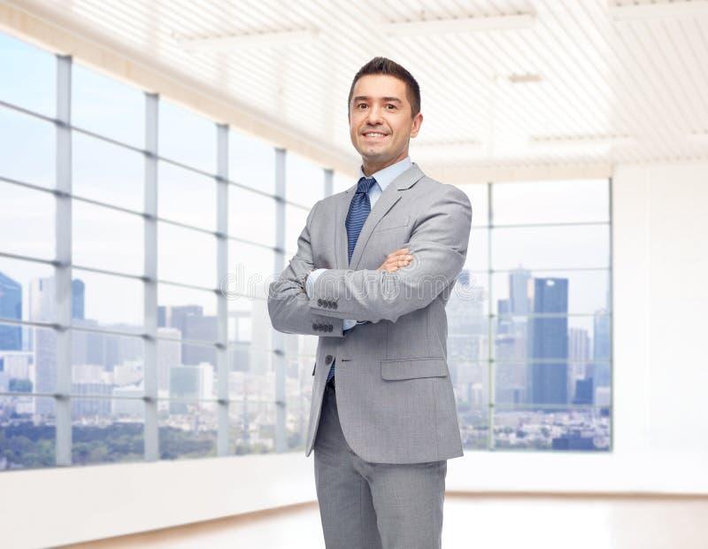Homem de negócios de sorriso feliz no terno fotos de stock