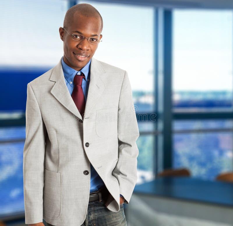 Homem de negócios de sorriso novo imagem de stock