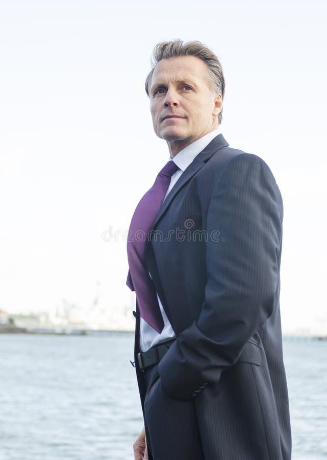 Homem de negócios de vista pensativo fotografia de stock