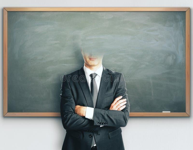 Homem de negócios decapitado no fundo do quadro-negro fotos de stock royalty free