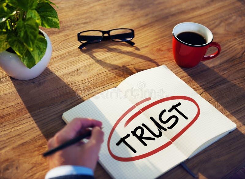 Homem de negócios diverso Brainstorming About Trust imagens de stock royalty free