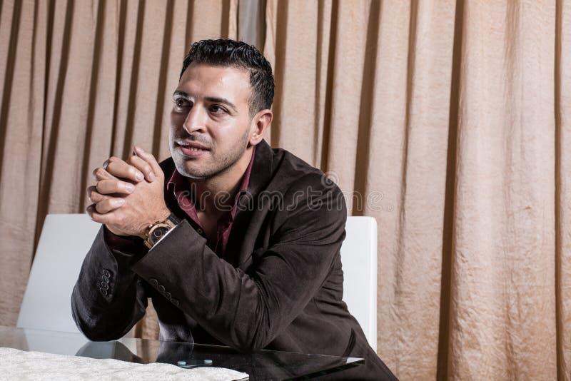 Homem de negócios do Oriente Médio no escritório fotos de stock