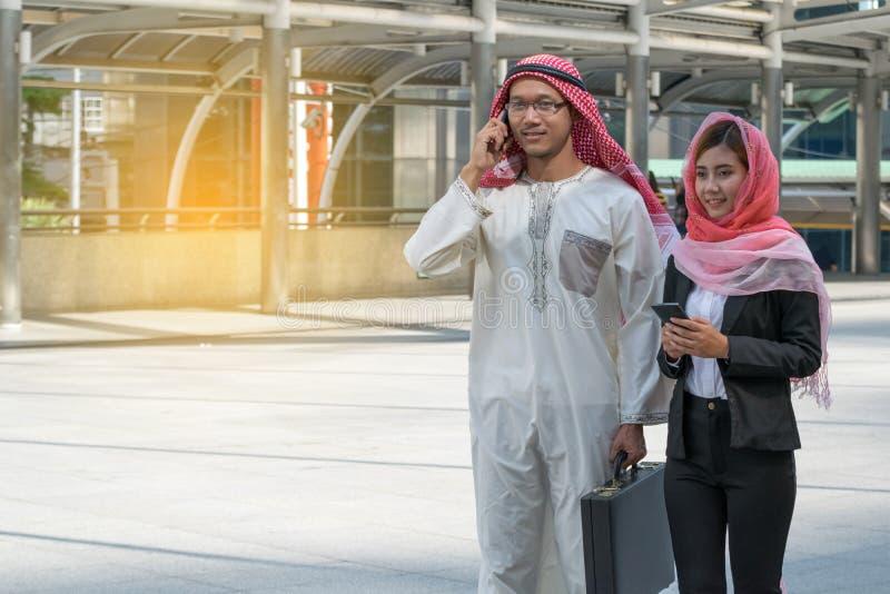 Homem de negócios e mulher de negócios árabes foto de stock royalty free